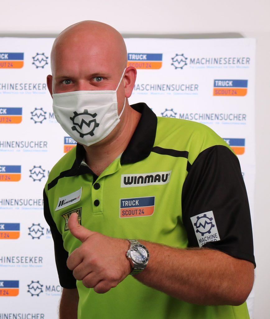 Michael van Gerwen mit Werktuigen Logo auf dem Trikot